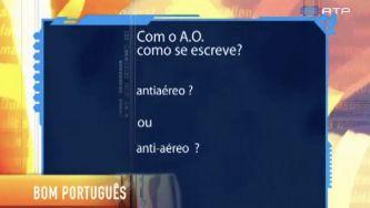 "Escreve-se ""antiaéreo"" ou ""anti-aéreo""?"