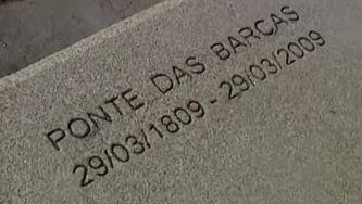 Monumento recorda o desastre da Ponte das Barcas