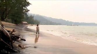Sobrevivente revisita tsunami de 2004