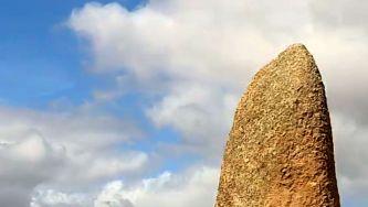 Obélix ajudou a descobrir o menir do Patalou em Nisa