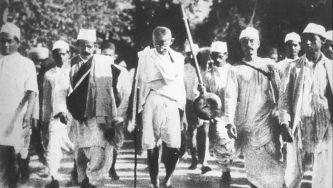 """Fim da """"Marcha do Sal"""" liderada por Gandhi"""